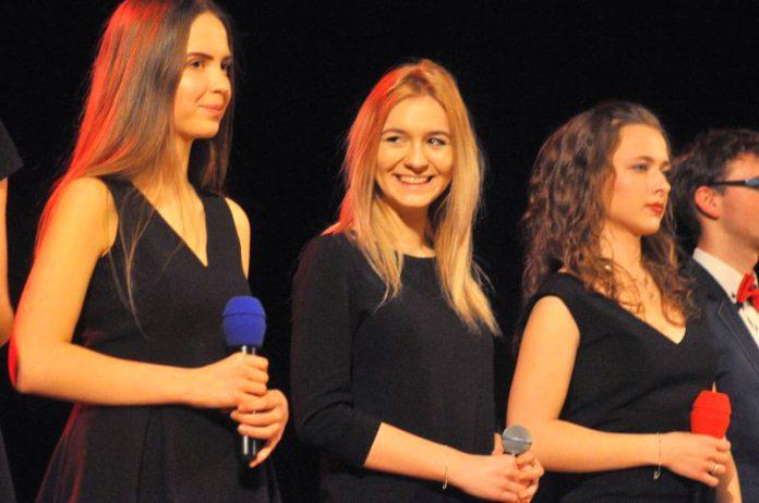 Gwiazdka Serc 2016: Występy przed przerwą