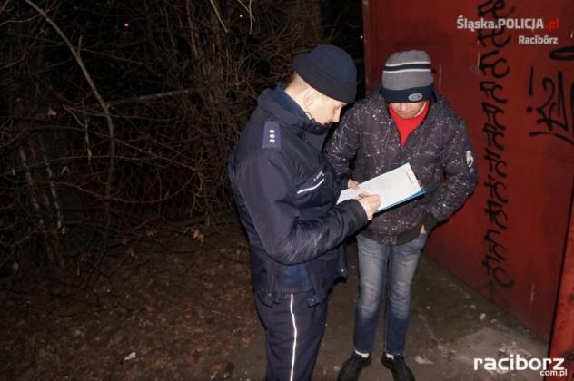 Policja Racibórz: W trosce o bezpieczeństwo bezdomnych - sprawdzali pustostany
