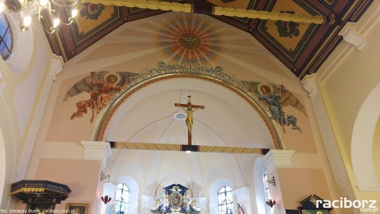 Anioły w kościele w Brzeziu