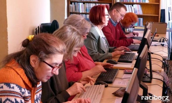 biblioteka kurs komputerowy internet 55+