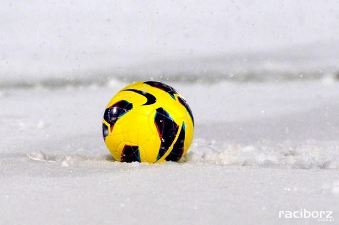 pilka nozna snieg odwolane mecze