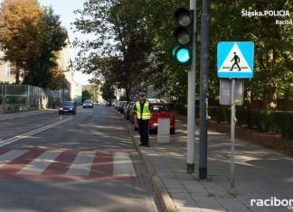 """Policja Racibórz. Akcja """"NURD"""": Piesi, kierowcy i rowerzyści ukarani mandatami"""