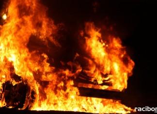 Dziewięć jednostek straży pożarnej zadysponowanych do pożaru trawy