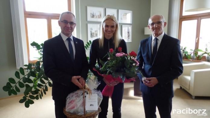 Justyna Święty, brązowa medalistka MŚ w lekkoatletyce, gościła u starosty