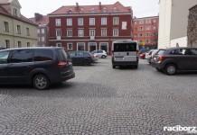 Plac Ofki wyłączony z parkowania