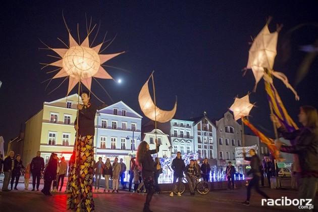Szczudlarze Nędza BytOFFsky Festiwal 2017