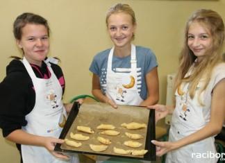 Uczniowie z Nędzy z kolegami z Czech odkrywają tradycje kulinarne swoich babć