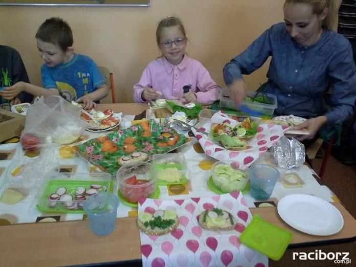 Pierwszaki z SP4 w Europejskim Dniu Zdrowego Żywienia