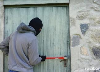 Raciborska policja apeluje: Zabezpieczmy domy przed włamywaczami