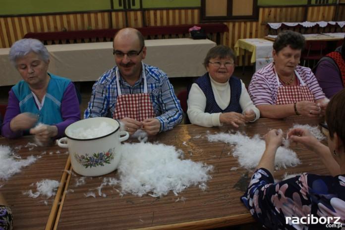 Tradycyjne szkubanie perza w Borucinie