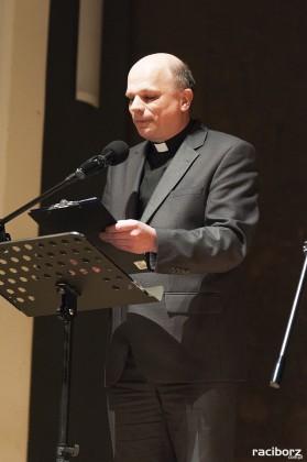 Sylwetkę ks. Helmuta Sobeczko przedstawił proboszcz farnego ks. Marian Obruśnik
