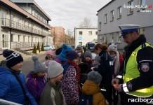 Uczniowie z Pawłowa złożyli wizytę raciborskim policjantom