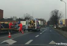 Trzy pojazdy zderzyły się na Piaskowej w Raciborzu. Śmigłowiec zabrał dziecko do szpitala