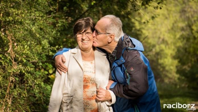 Podaruj bezpieczeństwo Babci i Dziadkowi - policja o bezpieczeństwie seniorów w ruchu drogowym