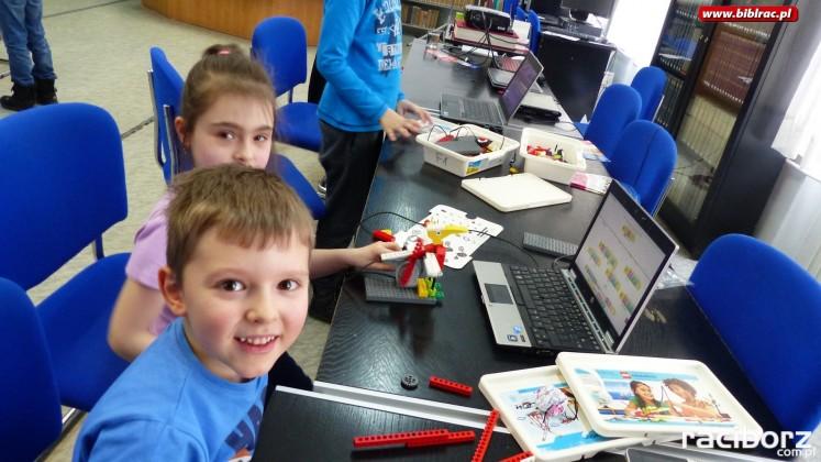 Biblioteka Racibórz: Młodzi konstruktorzy budowali roboty z LEGO