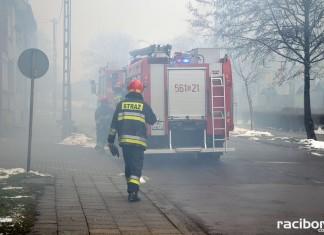Racibórz: Pożar sadzy w kominie kamienicy przy ul. Królewskiej