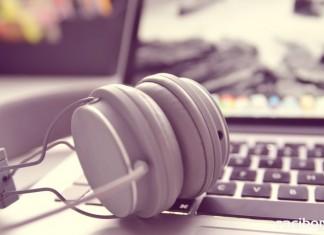 sluchawki komputer film muzyka