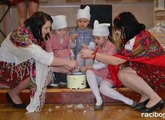 Tradycyjne szkubanie pierza w Tworkowie