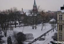 Atak zimy w Raciborzu. PK zużyło 50 ton soli