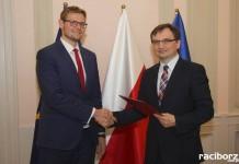 """Michał Woś, były wiceminister w rządzie PiS z """"jedynką"""" na liście wyborczej."""