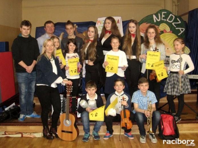 Muzykalna szkoła w Nędzy. Koncert młodych instrumentalistów, Szkoła Nędza
