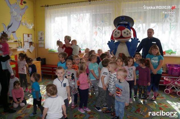 Sudół: Dzielnicowy i Sznupek z wizytą u przedszkolaków