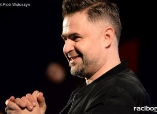 Igor Kwiatkowski podczas Charytatywny Wieczoru Kabaretowego dla Darii Wierzbickiej