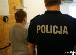 Racibórz: Policja zatrzymała 27-letneigo złodzieja. Z mieszkania wyniósł telewizor i telefon