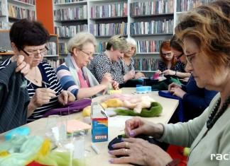 Warsztaty filcowania w Klubie Przyjaciół Biblioteki na Ostrogu