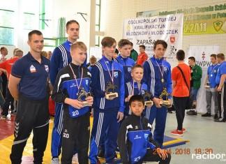 zapaśnicy MKZ Unia Racibórz podczas Ogólnopolskiego Turnieju Kwalifikacyjnego Młodzików rozgrywanego w Janowie Lubelskim
