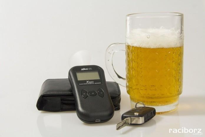 Mężczyźni kierują samochodem po piwie? Śląska policja przeprowadziła badania