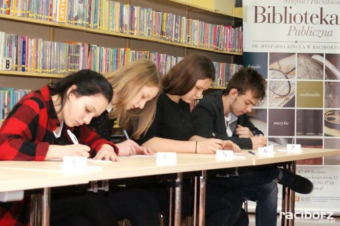 Konkurs wiedzy w raciborskiej bibliotece