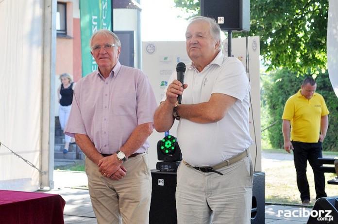 Hubert Kostka (z prawej) i Antoni Piechniczek podczas Turnieju o Puchar Prezydenta Miasta Racibórz 2017