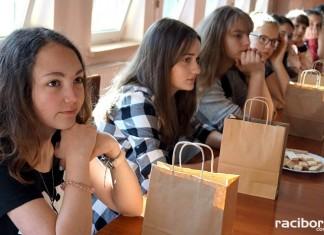 Koledzy z Niemiec z wizytą u uczniów w Nędzy. Odwiedzili urząd gminy