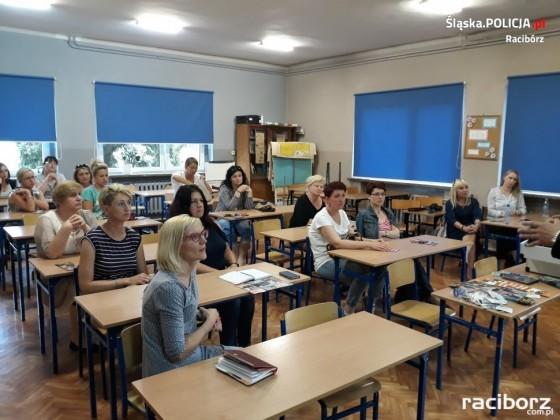 Drugstop. Raciborska policjantka szkoliła rodziców w szkole w Bieńkowicach