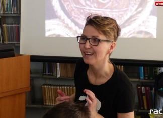 O sztuce z Ewą Jałochowską w raciborskiej bibliotece