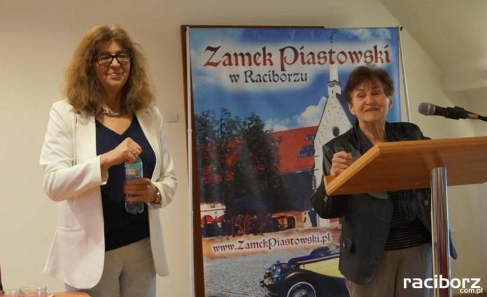 Dr Ewa Kurek (z lewej strony) w Raciborzu