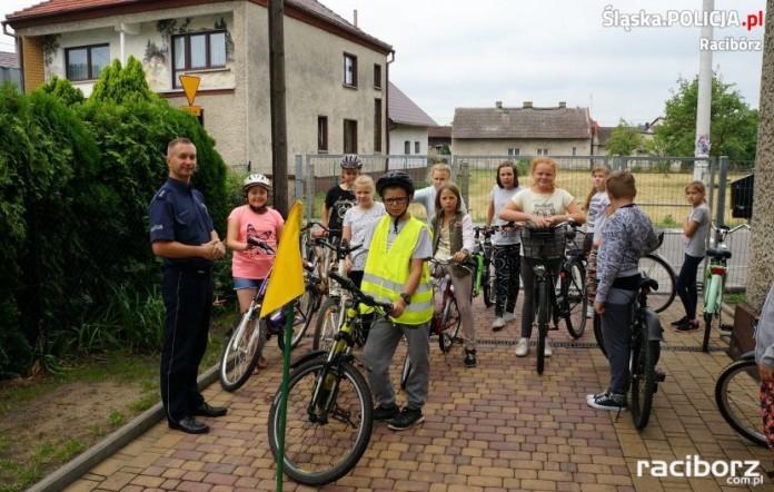 """Egzamin na pierwsze ,,prawo jazdy"""" młodych rowerzystów w Budziskach"""
