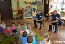 Racibórz: Dzielnicowi na przedwakacyjnych pogadankach z dziećmi