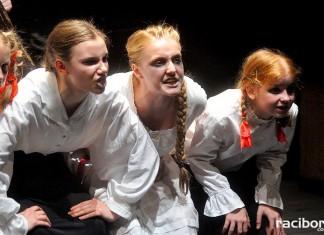 Teatr Tetraedr – Scena Dziecięca: Krwawe historie
