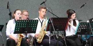 Koncert Młodzieżowej Orkiestry RCK w parku Roth