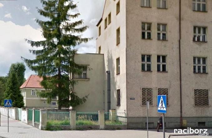 budynek byłej komendy w Raciborzu wystawiony na sprzedaż