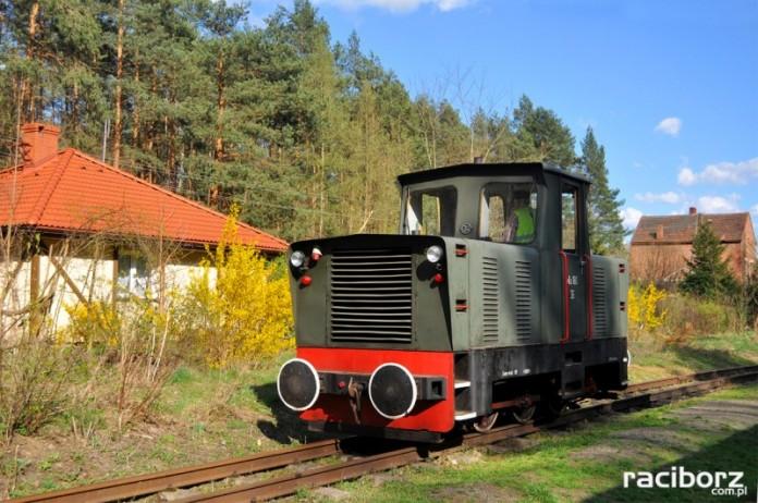 W tej chwili pociąg w kierunku Rybnika dojeżdża jedynie do stacji Paproć