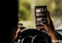 Kierowca z komórką podczas jazdy tak groźny jak pijany