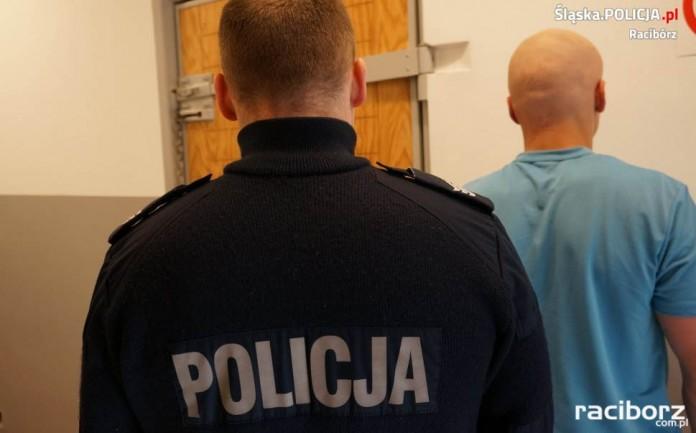 21-letni sprawca kradzieży rozbójniczej