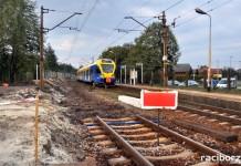 """Remont odbywa się w ramach projektu """"Prace na liniach kolejowych nr 140, 148, 157, 159, 173, 689, 691 na odcinku Chybie – Żory – Rybnik – Nędza/Turze"""". Aktualnie w trakcie przebudowy jest również m.in. przystanek Nędza Wieś."""