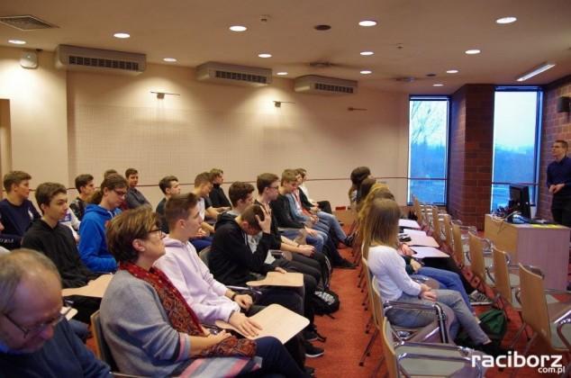 uczniowie wodzisławskiego LO1 w Katowicach