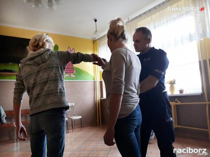 Prelekcja policyjna w schronisku dla bezdomnych