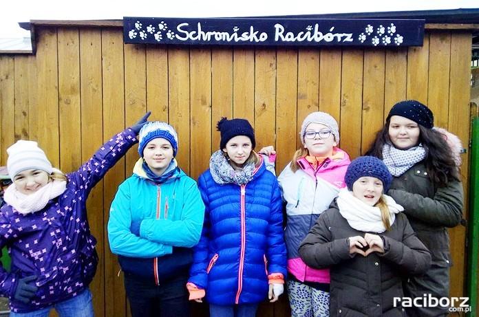 Członkowie Klubu Wolontariusza w Szkole Podstawowej w Kuźni Raciborskiej