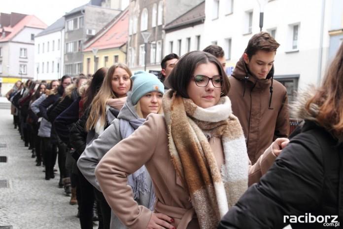 Uczniowie Ekonomika zatańczyli poloneza na Długiej